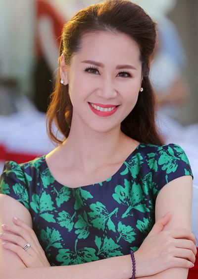ly-nha-ky-pham-huong-trang-diem-dep-voi-phong-cach-doi-lap-5