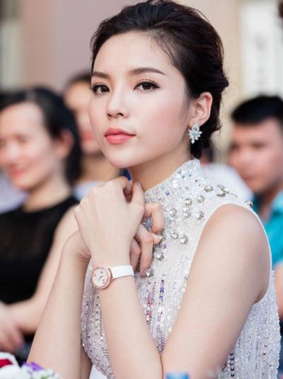 ly-nha-ky-pham-huong-trang-diem-dep-voi-phong-cach-doi-lap-2