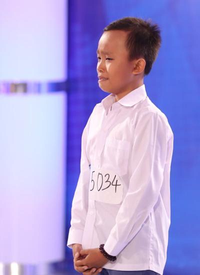 Trong tập đầu tiên của cuộc thi, Hồ Văn Cường bật khóc khi nghe giám khảo hỏi về gia cảnh