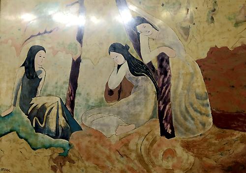 Bức sơn mài Ba cô gái được trưng bày tại triển lãm Những bức tranh từ châu Âu trở về đã được giới chuyên môn kết luận không phải tranh của danh họa Dương Bích Liên.