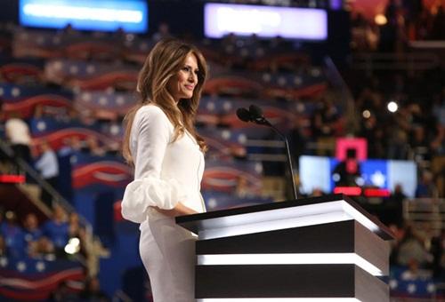 Melania Trump diện váy cưới trắng trên sân khấu Đại hội Đảng Cộng hòa