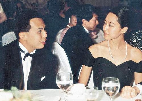 Lý Trạch Khải và Karuna Shinsho tại một buổi tiệc ở Singapore.