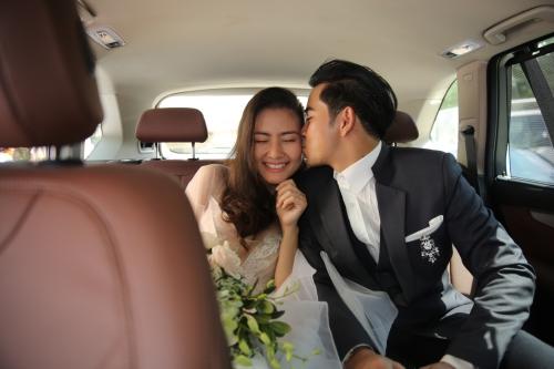 Lễ cầu hôn và tiệc chiêu đãi của họ diễn ra vào trưa cùng ngày tại một trung tâm hội nghị lớn ở TP HCM.