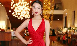 Hoàng Thùy Linh đẹp nhất tuần với váy cắt xẻ