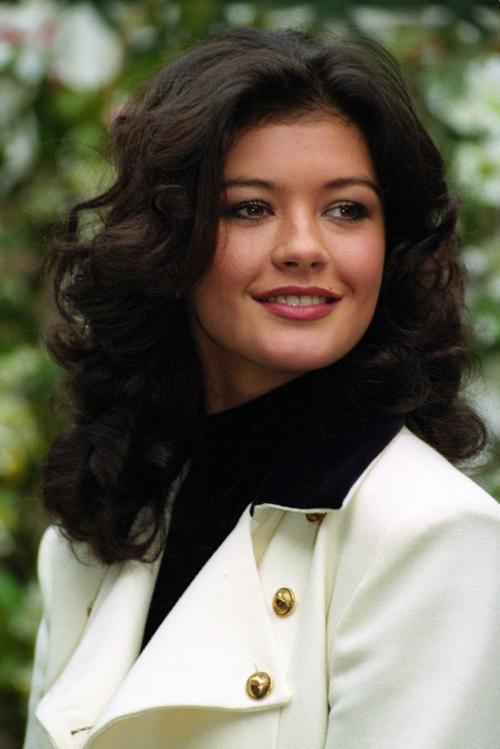 Nhan sắc Catherine Zeta-Jones sau 25 năm