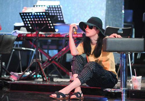thu-phuong-khoc-khi-hat-lai-dong-song-lo-dang-1
