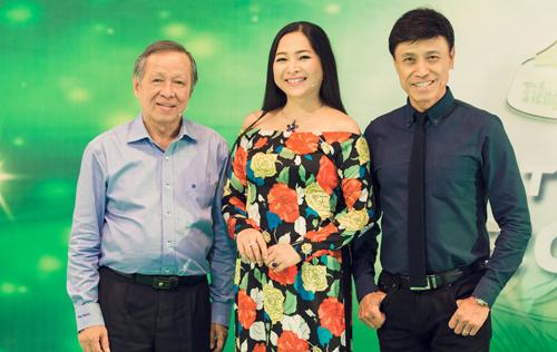 Từ phải sang: ca sĩ Tuấn Ngọc, MC Quỳnh Hương, nhạc sĩ Trần Long Ẩn.