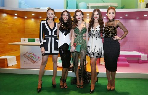 Các thành viên trong team Hồ Ngọc Hà tại The Face cũng dự sự kiện với HLV của mình.