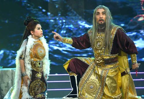 Tiết mục của Bình Tinh nhận được nhiều lời khen nhờ tài ca, diễn của Kim Tử Long.