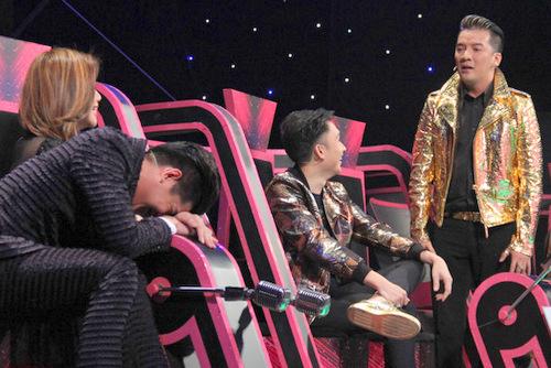 Noo Phước Thịnh gục mặt cười trên bàn huấn luyện khi Đàm Vĩnh Hưng cho rằng anh đang chê mình già.