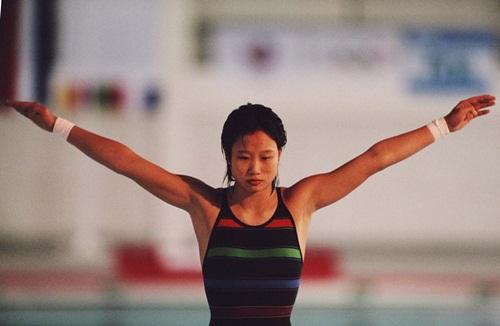 Chinese diver Yanmei Xu, 1988.