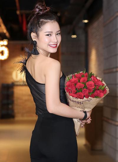 ban-dien-tay-cham-chut-cho-phuong-trinh-jolie-3