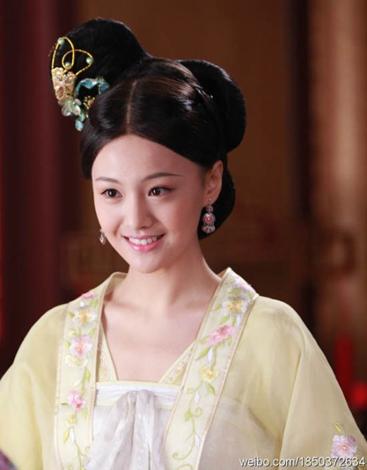 Tháng 2 năm 2011, cô tham gia phim Võ Tắc Thiên Bí Sử với vai nữ chính Thái Bình Công Chúa của đài Hồ Nam. Năm 2012, nhờ vai Mẫu Đơn trong Họa Bích, cô được nhận giải Nữ diễn viên mới được yêu thích nhất giải Kim Tượng lần thứ 31. Mặc dù vài năm trở lại đây, Trịnh Sảng không có nhiều tác phẩm gây được tiếng vang song do tham gia nhiều show truyền hình thực tế, các vụ lùm xùm liên quan đến đời tư và vấn đề sức khỏe mà cô bảo toàn được vị trí tiểu hoa đán.