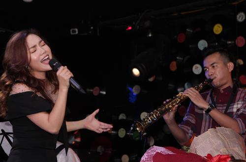Ngọc Anh tổ chức đêm nhạc riêng tại một phòng trà ở Hà Nội để cảm ơn khán giả đã ủng hộ liveshow tiền tỷ và các sản phẩm âm nhạc của cô như album Từ trái tim, MV Lắng nghe con tim và Mùa hè đừng sầu muộn.