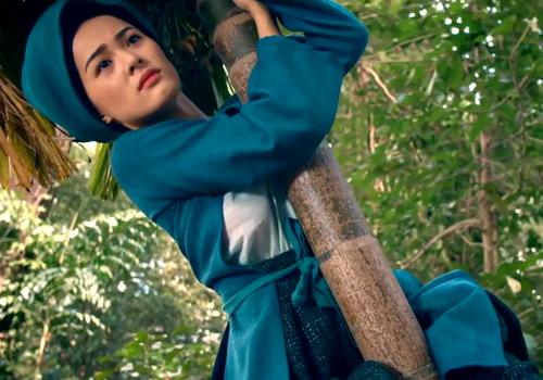 trailer-tam-cam-van-thu-hut-vi-tranh-cai-ve-chat-luong-phim
