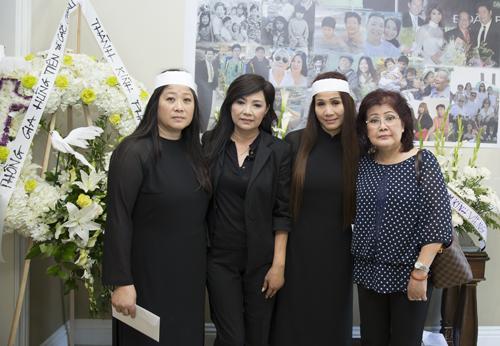 Các con của nghệ sĩ Đoàn Bá như diễn viên Đoàn Bình, ca sĩ Mai Phương đều không cầm được nước mắt khi kể những kỷ niệm về cha.