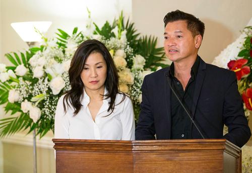 Vợ chồng nghệ sĩ Quang Minh - Hồng Đào nghẹn ngào