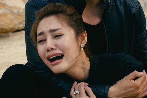 Người mẫu Linh Chi chưa gây ấn tượng trong những đoạn diễn bi.