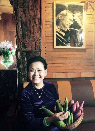 Khánh Ly tại một quán cà phê dành cho người yêu nhạc Trịnh Công Sơn ở Đà Lạt.