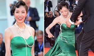 Diễn viên Hàn Quốc ngã nhào ở thảm đỏ LHP Venice
