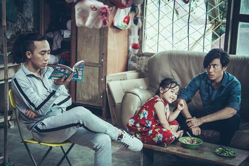 Từ trái qua: Trấn Thành, bé Kim Thư và Kiều Minh Tuấn trong phim.