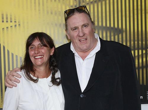 Nhà sản xuất phim Sylvie Pialat (trái) bên siêu sao gạo cội người Pháp - Gérard Depardieu.