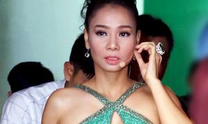 Thu Minh diện váy kim sa ôm dáng