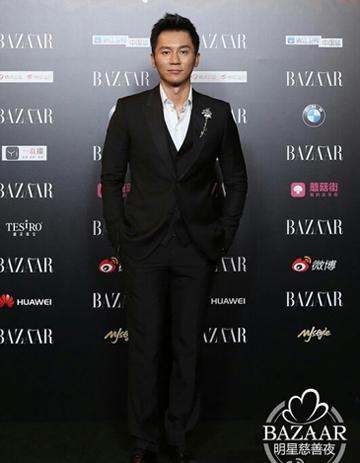 Tài tử Lý Thần cũng có mặt tại đêm từ thiện, trong khi bạn gái anh  Phạm Băng Băng hiện đang dự liên hoan phim quốc tế Toronto.