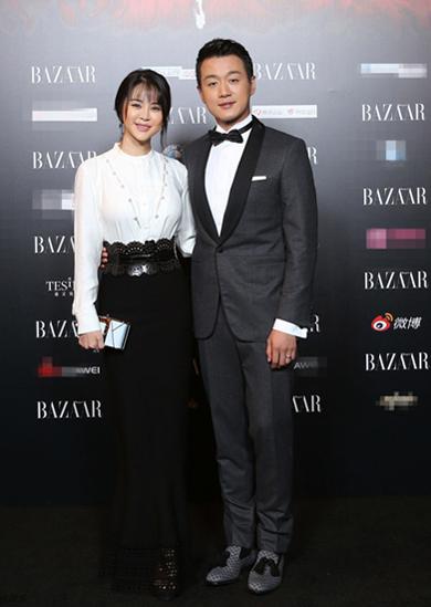 Đồng Đại Vỹ đưa bà xã Quan Duyệt tới dự sự kiện.