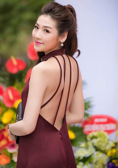 ly-nha-ky-ngoc-trinh-trang-diem-dep-voi-tong-nude-4