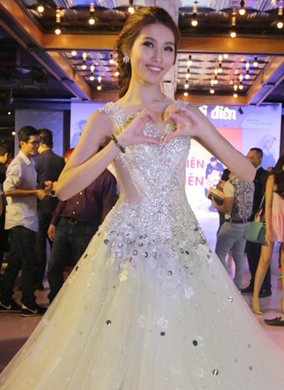Người mẫu Chế Nguyễn Quỳnh Châu