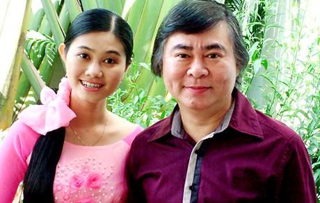 Nghệ sĩ Thanh Tòng (phải)