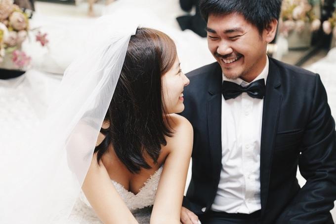 Người yêu Việt kiều đưa Khánh Hiền đi thử váy cưới