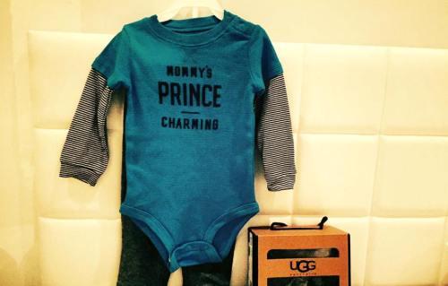 Vợ Đan Trường đã chuẩn bị sẵn quần áo cho em bé.