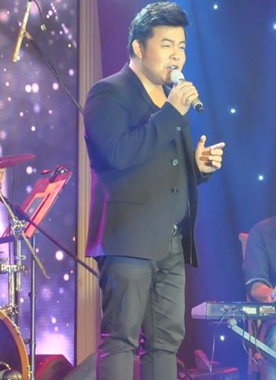 Quang Lê gửi đến khán giả những ca khúc làm nên tên tuổi của mình như Về đâu mái tóc người thương, Đập vỡ cây đàn, Hai chuyến tàu đêm...