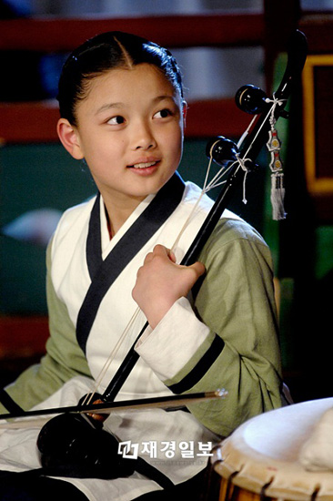 kim-yoo-jung-tu-nguoi-mau-nhi-toi-my-nhan-man-anh-han-quoc-8