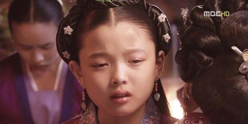kim-yoo-jung-tu-nguoi-mau-nhi-toi-my-nhan-man-anh-han-quoc-4