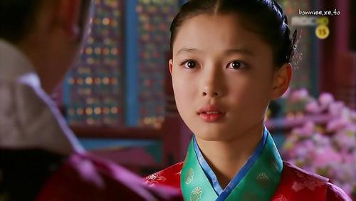 kim-yoo-jung-tu-nguoi-mau-nhi-toi-my-nhan-man-anh-han-quoc-9