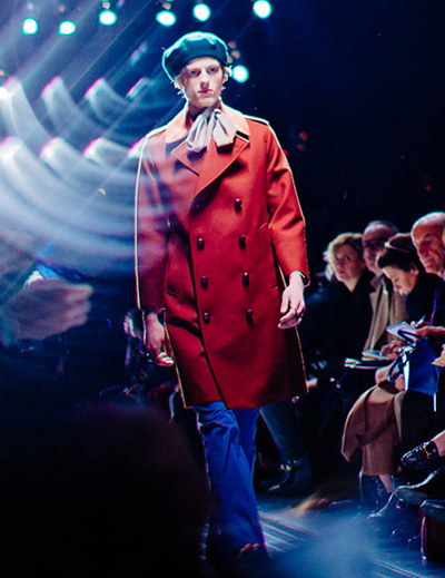Sàn diễn Bộ sưu tập Menswear Thu Đông 2015 là nơi lần đầu tiên thế giới biết đến Alessandro Michele dưới cương vị một nhà thiết kế thời trang đầy cá tính