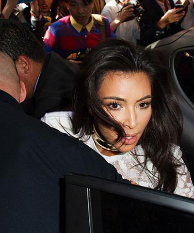 kim-kardashian-bi-nha-bao-sam-so-o-paris-6