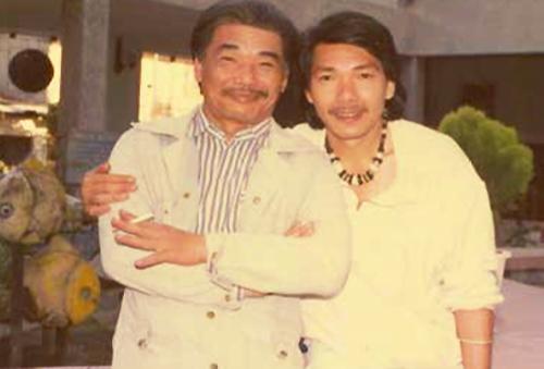 Nghệ sĩ Trần Tiến (phải) bên anh trai - NSND Trần Hiếu.