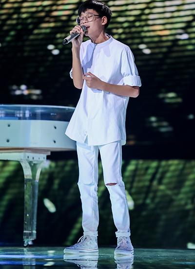 Trần Ngọc Quang là thí sinh gây ấn tượng ở vòng Giấu mặt. ậu bé 13 tuổi hát kết hợp phần đọc Rap ấn tượng. Giọng ca mạnh mẽ, đầy nội lực của Ngọc Quang khiến các huấn luyện viên đứng ngồi không yên trên ghế giám khảo.