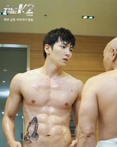canh-ji-chang-wook-thoat-y-danh-dam-gay-sot-trong-k2-3