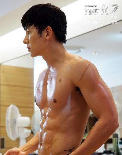 canh-ji-chang-wook-thoat-y-danh-dam-gay-sot-trong-k2-2