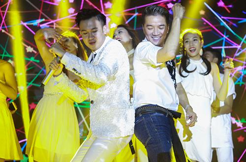 hong-ngoc-lien-tuc-hon-mung-sinh-nhat-dam-vinh-hung-10
