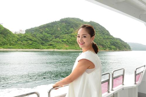Trải nghiệm khác của nữ diễn viên là  lên thuyền đi thăm vùng xoáy nước Naruto  một trong những xoáy nước lớn nhất Thế giới.