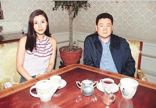 ty-phu-chuyen-san-sao-nu-cua-hong-kong-ngoi-xe-lan-o-tuoi-65-1
