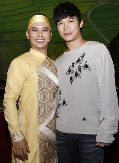 Người mẫu - ca sĩ Nathan Lee ủng hộ Nam Khánh, diễn viên chính của vở kịch.