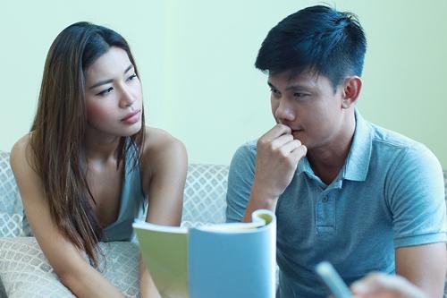 Diễn viên Võ Thành Tâm vào vai người tình thời sinh viên của Diễm Tình. Một ngày, sau khi cô đã lập gia đình, họ tình cờ gặp lại nhau và cảm xúc ùa về.
