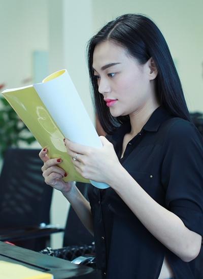 Người mẫu Cao Thùy Linh đóng vai một cô gái cố quyến rũ chồng của Diễm Tình.